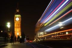 Big Ben som ses från den Westminster bron på natten Fotografering för Bildbyråer