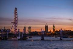 Big Ben-toren, de Abdij van Westminster en het Oog van Londen Stock Fotografie
