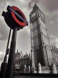 Big Ben u. Untertage unterzeichnen herein London Lizenzfreie Stockfotos