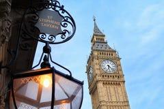 Big Ben und alte Tavernenlampe St. Stephens Stockfotografie