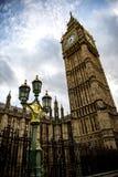 Big Ben und der Laternenpfahl in London stockfotografie