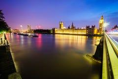 Big Ben und Häuser des Parlaments nachts Lizenzfreie Stockfotografie