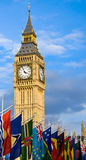 Big Ben und Markierungsfahnen Stockfotos