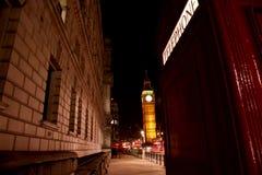 Big Ben und roter Telefon-Stand stockbilder