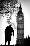 Big Ben und Sir Winston Churchill in Westminster in London stockfotografie