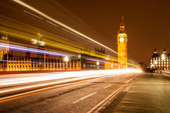 Big Ben und Spur von Lichtern Stockfotografie