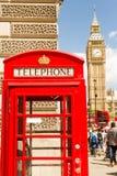 Big Ben und Telefon stockfotos