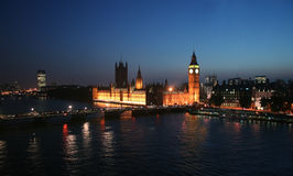 Big Ben und Westminster Abbey in London Stockfotos