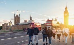 Big Ben, Westminster bro och röd buss för dubbel däckare i London, Arkivbilder