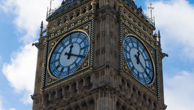 Big Ben a Westminster su cielo blu Immagine Stock Libera da Diritti