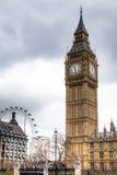 Big Ben wierza z Londyńskim okiem w tle w Londyn, UK Obrazy Royalty Free
