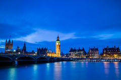 Big Ben y casas del parlamento en el crepúsculo Imágenes de archivo libres de regalías