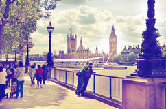 Big Ben y casas del parlamento en el río Támesis Imagenes de archivo
