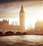 Big Ben y en la puesta del sol, Londres Fotografía de archivo