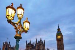 Big Ben y lámpara de calle en la puesta del sol Fotografía de archivo libre de regalías