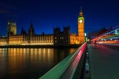 Big Ben y las casas del parlamento en Londres, Inglaterra fotos de archivo