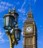 Big Ben y luz de calle Imagenes de archivo