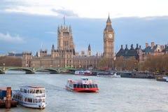 Big Ben y puente Londres de Westminster Imágenes de archivo libres de regalías