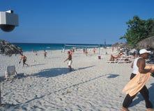 Big Brother let op u: De Cubaanse toeristenstranden zijn video surveilled door veiligheid royalty-vrije stock foto