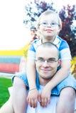 Big Brother With Little Brother con Plumón-síndrome Fotos de archivo libres de regalías