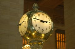 Free Big Clock In The Train Station Royalty Free Stock Images - 163480839