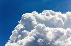 Big clouds in blue sky Royalty Free Stock Photos