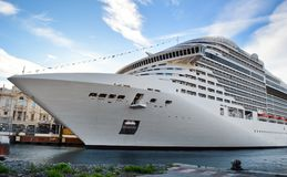 Big cruise ship in port Royalty Free Stock Photos