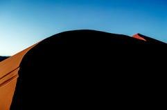 Big Daddy Dune de escalada durante o nascer do sol, paisagem do deserto, Namíbia fotos de stock