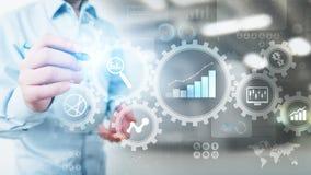 Big Data analys, diagram för analytics för affärsprocess med kugghjul och symboler på den faktiska skärmen vektor illustrationer