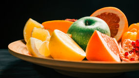 Big dish of fruit Royalty Free Stock Photography