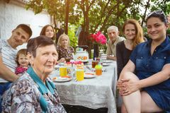 Big family sitting at a table Royalty Free Stock Photography