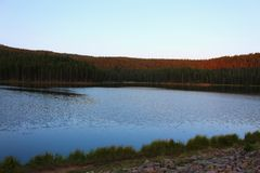 Big Hornbergen Serene Landscape Lake stock afbeeldingen