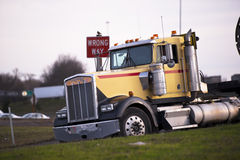 Big Rig semi-truck classic pass sign wrong way Royalty Free Stock Images