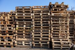 The big stack of wooden cargo pallets Royalty Free Stock Images