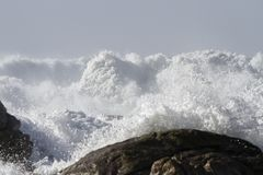 Stormy breaking waves invading the coast Stock Photography
