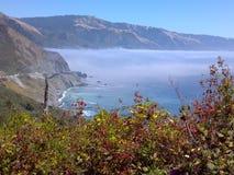 Big Sur Califórnia - névoa & montanhas Imagens de Stock Royalty Free
