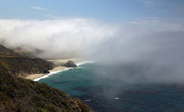 Big- Surozeanküstenlinie im Nebel Lizenzfreie Stockfotografie