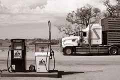 A big truck parked in front of a petrol station in the Australian outback, Coombah roadhouse/Australia Stock Image