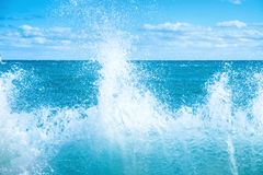 Big wave on the blue sea Royalty Free Stock Photos