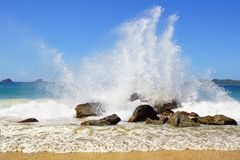 Big wave crashes on to the shore. Royalty Free Stock Photos