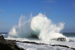 Big Wave and Rocks Royalty Free Stock Photography