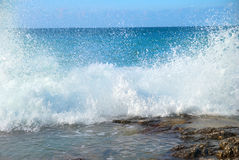 Big waves breaking on the shore Royalty Free Stock Photos