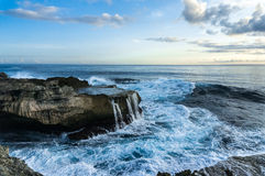 Big waves breaking and splashing on the rocks Stock Photography