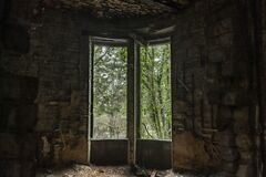 Big window in the middle of old ruins