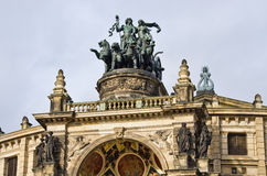 Biga sulla costruzione di opera - Dresda, Germania Fotografia Stock Libera da Diritti