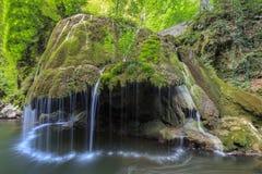 Bigar小瀑布在Nera Beusnita峡谷国家公园,罗马尼亚落。 免版税库存图片