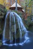 Bigar小瀑布在Nera Beusnita峡谷国家公园,罗马尼亚落 免版税图库摄影