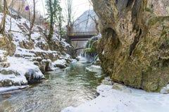 Bigar-Wasserfall eingefroren Stockfotos