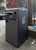 Bigbelly Opowiada kubeł na śmieci w miejscowego Bronx społeczności Zdjęcia Stock
