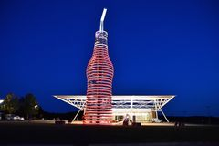 The biggest bottle of soda in the world. Arcadia, Oklahoma - July 19, 2017: Drive down historic route 66 through Arcadia, Oklahoma, and you cant miss the neon stock image